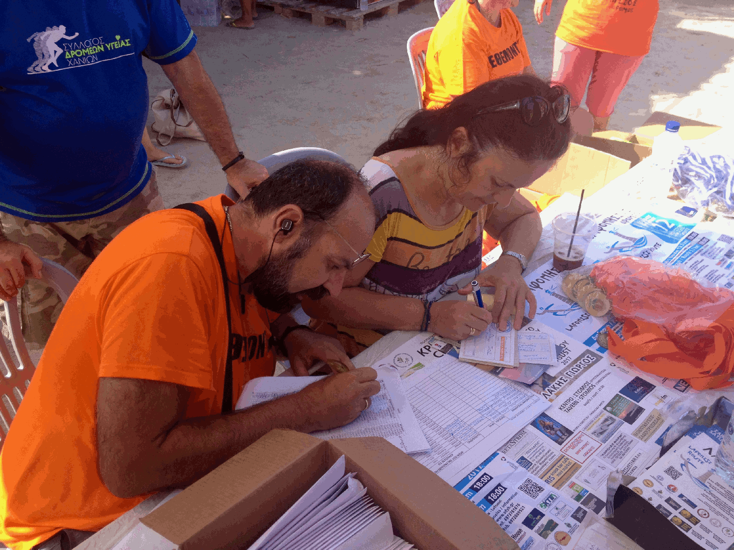 Manolis registering runners