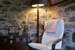 Villa Tzitzifia chair and lamp