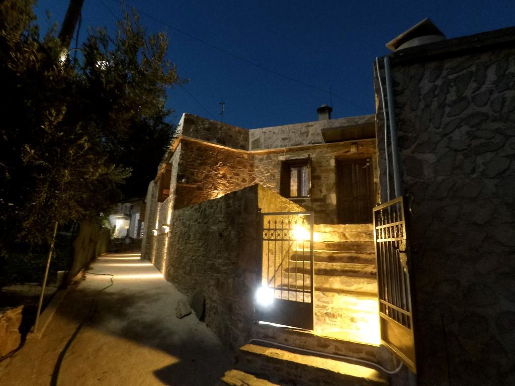 Front door villa Tzitzifia